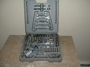Craftsman socket and wrench set
