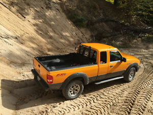2008 Ford Ranger Orange, gris Camionnette