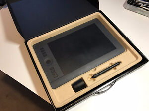 Wacom Intuos Pro Pen and Touch Medium Tablet NEW IN BOX!