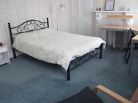 Double room in Highbury and Islington, Moorgate and Liverpool St stations within easy reach.