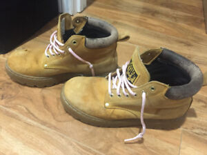 roots water proof work boots size 7mens/ 9wemons