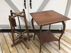A vendre, table, dévidoir à laine ainsi qu'un bureau antiques!
