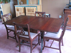 ! NEW PRICE Beautiful Antique Mahogany Dining Set MUST SELL !
