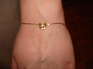 Magnifique bracelet avec rose en or et Diamant