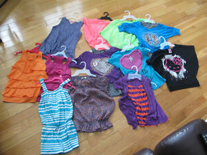 LOT DE 12 CAMISOLES ET CHANDAILS POUR FILLETTE  CHANDAILS  -2 T