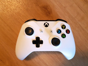 Xbox one white wireless controller NEW