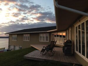 NEW LISTING Oceanfront Executive Bungalow, Icebergs and Whales!