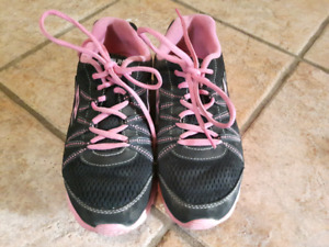 FREE Girls Sneakers Size 5