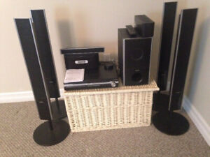 SONY 5 DISC DVD HOME THEATRE SYSTEM (music & movie discs)