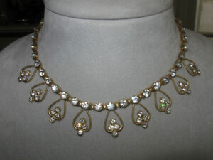 BEAUTIFUL NECKLACE from the 60's.DELICATE of DESIGN & BRILLANCE