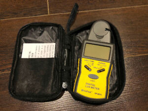 Digital Illuminance/Light Meter With Data Hold And Backlight