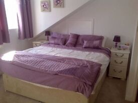Extra Large double room with private en-suite bathroom