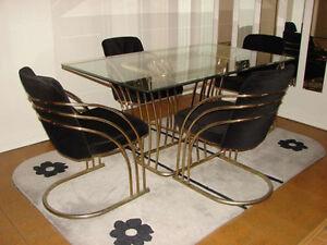Ensemble de salle à manger (table en verre et 4 chaises)