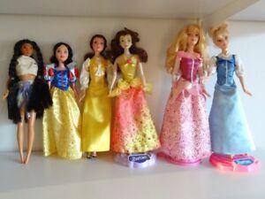 Barbie Princesse Disney Pocahontas Belle Blanche Neige Dormant
