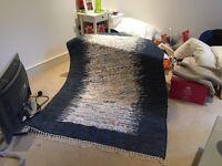 Kaitos navy and white rug