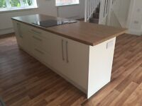 ***EXCELLENT*** UNUSED Kitchen units , worktops , oven , hob , extractor fan FOR SALE