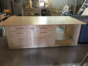 Custom-made Workbench/feed-out table