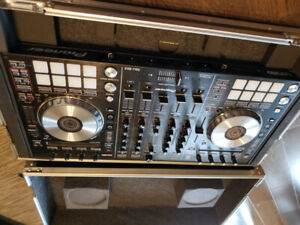 DDJ-SX2 Pioneer with carrying case practically new well kept.
