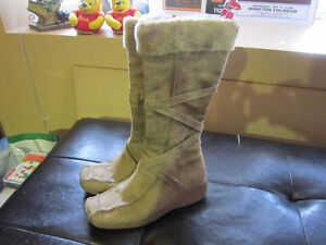 Ladies Suede  Boots Size 7-7.5 For Sale