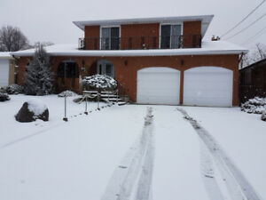 MAIN FLOOR 3 BEDROOM UNIT IN A BEAUTIFUL HOUSE UNDER ESCARPMENT