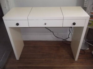 Hair Stylist Station with electrical outlets