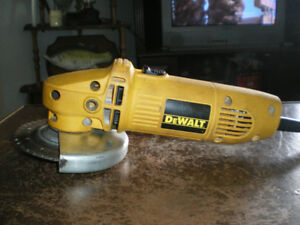 ( PH 0272 ) - GRINDER DEWALT / 4 1/2