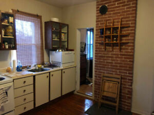 SUBLET:2 Bedroom Apartment, All-Inclusive, 10min Walk to Queens