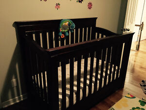 Crib and Change Table with Drawers (Real Wood)