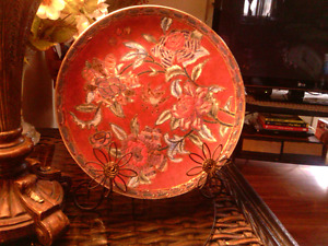 Classic Traditions Exclusive hand painted plate w stand. 10.00