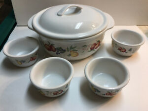 Corelle carousel with matching bowls