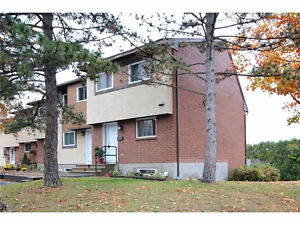 Lovely end unit townhome with no rear neighbours!Updated Kitchen