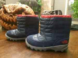 Boys winter boots. Size 7 toddler.  (Children yrs 2,3,)