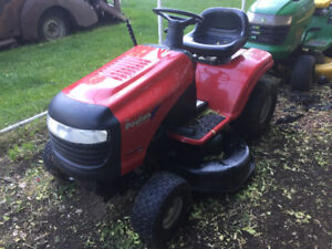 Poulan ride on lawn tractor For Sale
