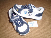 ☺SHOES KIDS size:9 ☺ 10$  Kid Shoes – new , never worn ,