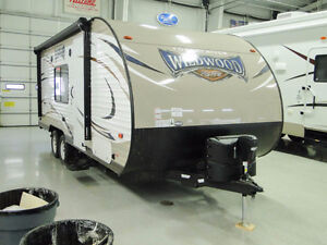 2015 Wildwood by Forrest River 26' 4380LB X-Lite Travel Trailer
