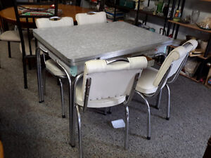 GRANDMA 1950'S KITCHEN TABLE & CHAIRS SET ONLY $125.00