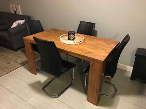 Table de cuisine en bois de pin nouées
