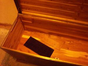 Vintage Cedar Chest / Blanket Box Kitchener / Waterloo Kitchener Area image 9