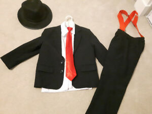 Girls/ boys suit.  Used as a costume. Fits like a 6