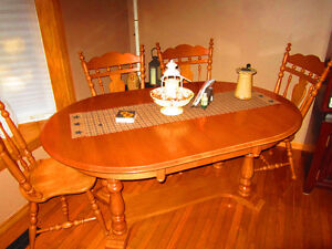 Roxton Maple Table and chairs. Beautiful set. Only $250.