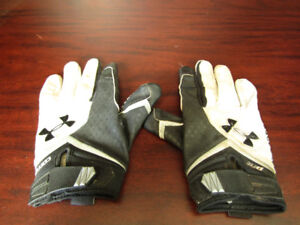 Under Armour football/sports gloves