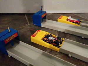Drag race toy playset/ Jouet voiture piste de course