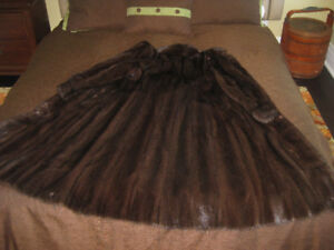 BEAUTIFUL GENUINE  FULL LENGTH  FEMALE  MINK FUR COAT