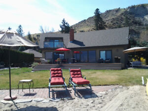Gorgeous furnished beach house in Summerland