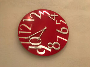 Red clock like new