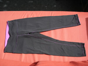 Lululemon reversible CROP TIGHT PANTS SIZE 4