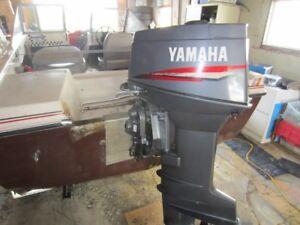 bateau 15 pi avec moteur Yamaha 30 hp
