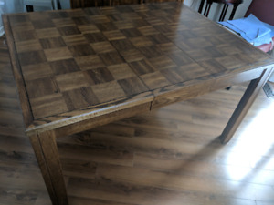 Extendable Solid Wood Dining Table (2 extendable plates)