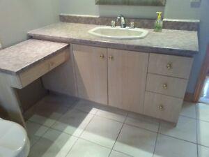 Vanité de salle de bain et évier