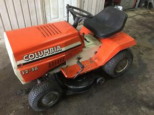 Tracteur à gazon Columbia très bonne condition